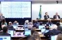 Comissão aprova texto-base da reforma da Previdência; invasão adia análise